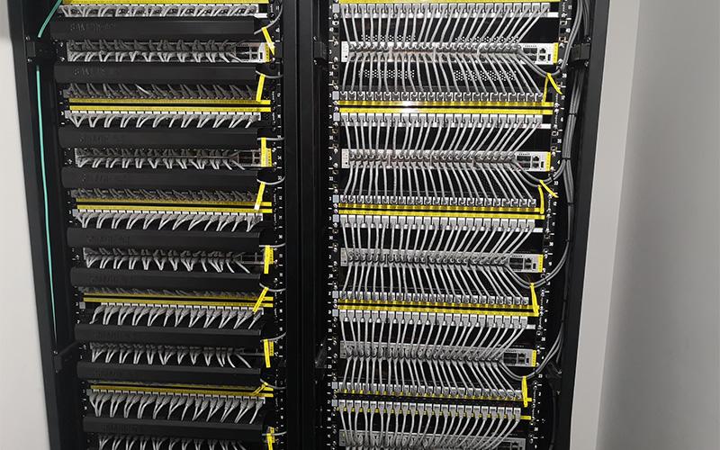 万拓科技-弱电机房建设-部分机柜布线